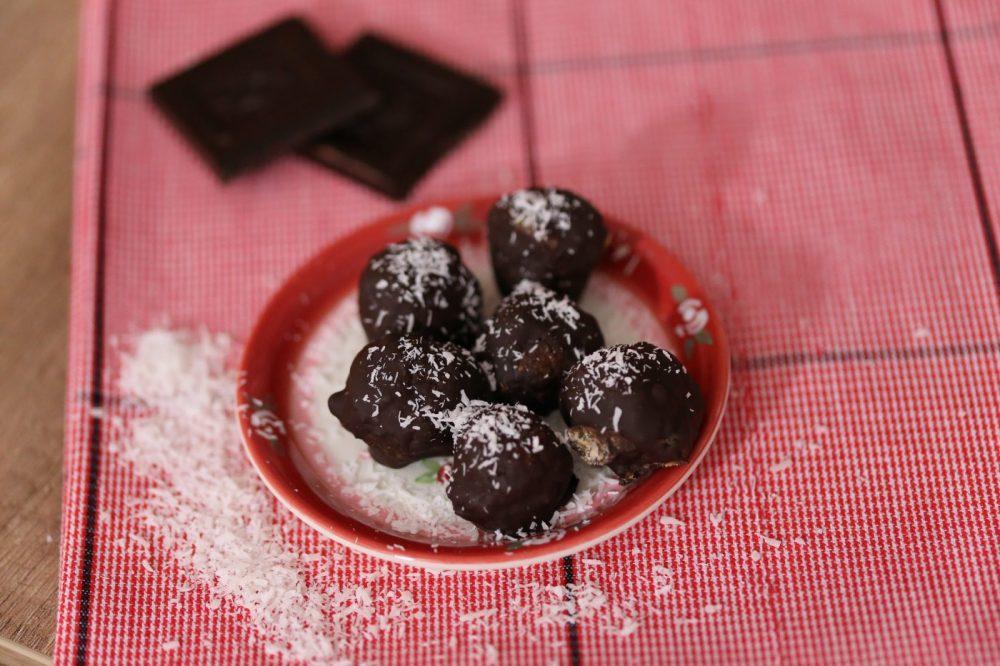 Chocoballetjes met kokos en dadels