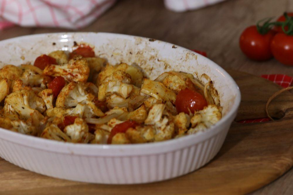 Geroosterde bloemkool met tomaat