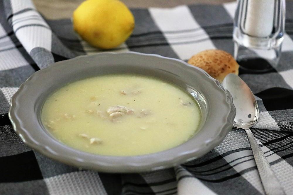 Kotosoupa avgolemono (kippensoep met ei-citroensaus)