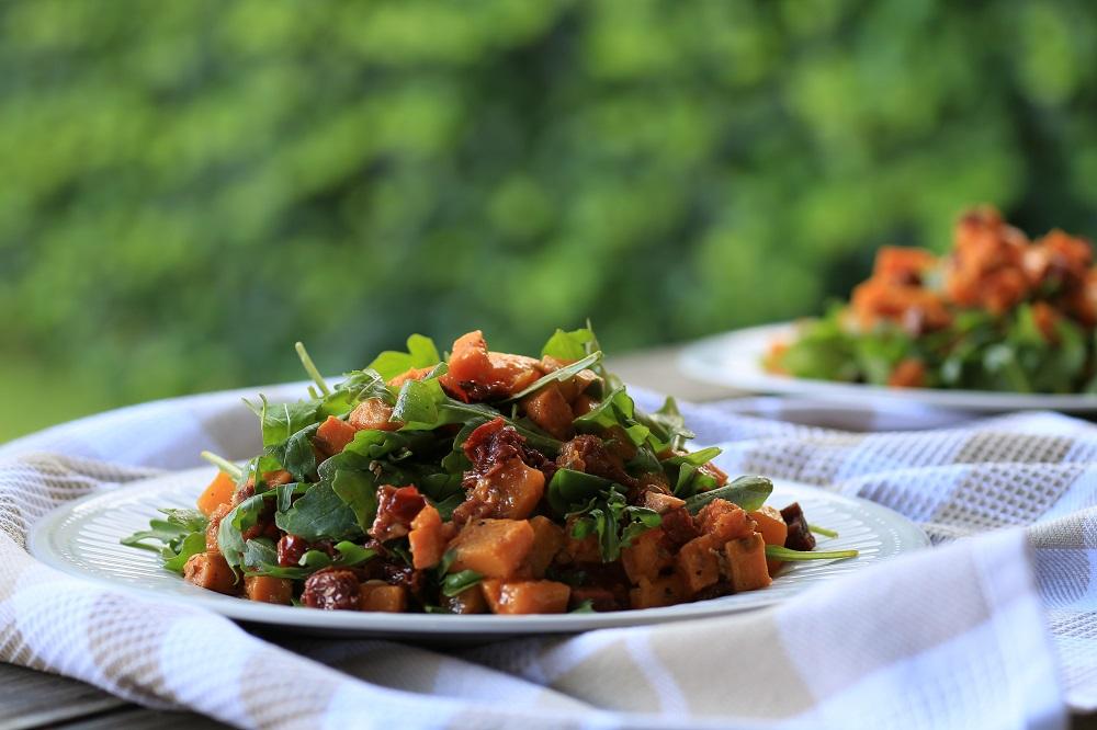Pompoen-zoete aardappel salade met chorizo