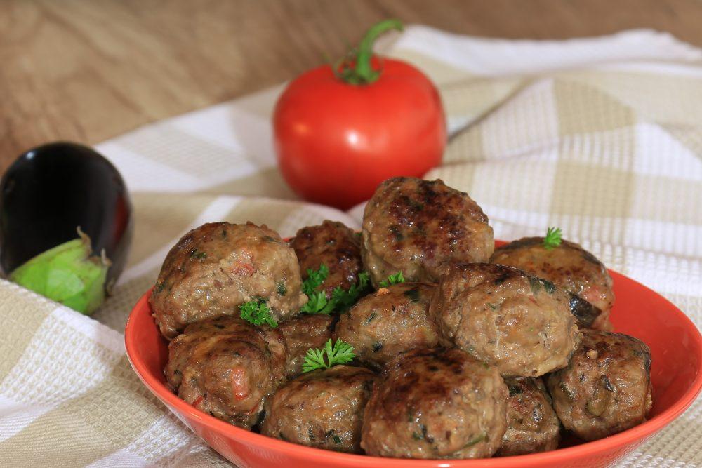 Gehaktballetjes met groenten en spek