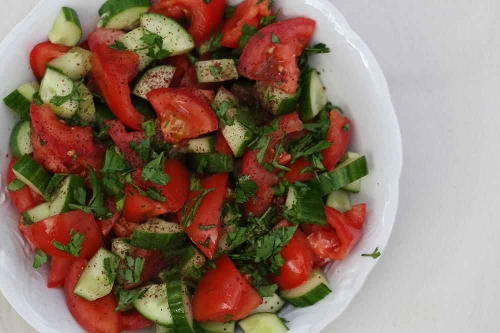 Tomaten-komkommer salade, perfecte sidedish