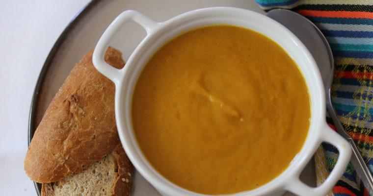 Wortel bataat soep met pittige kerriepoeder