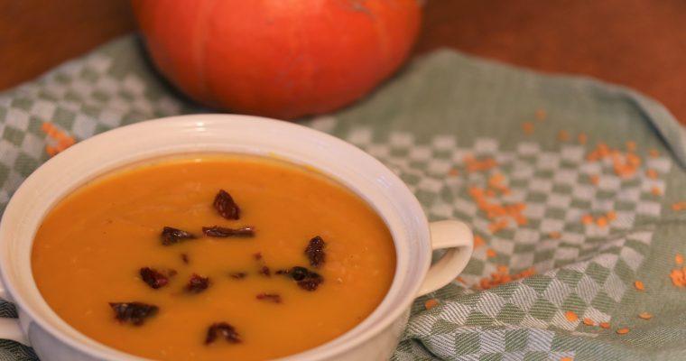 Pompoen-rode linzen soep