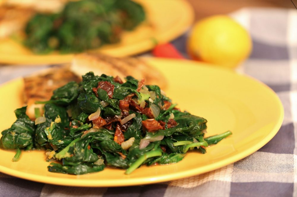 Spinazie gewokt met Mediterrane smaken