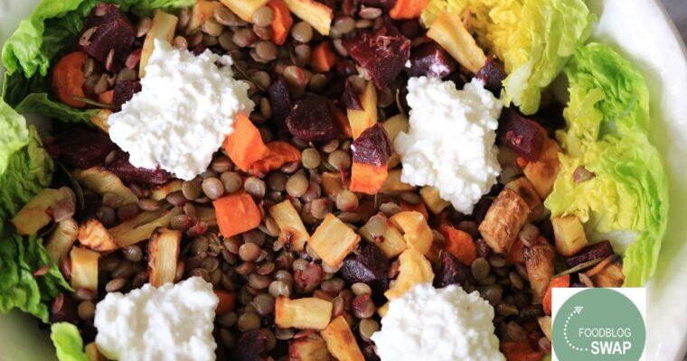 Winterse lauwwarme salade met geroosterde groenten