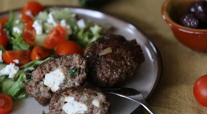 Biftekia gemista; Griekse gevulde hamburgers